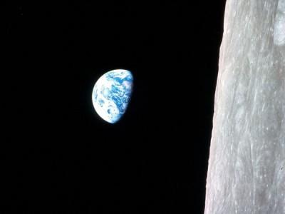 Первый цветной фотоснимок восхода Земли
