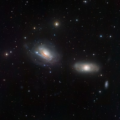 Две искаженных галактики — NGC 3169 и NGC 3166