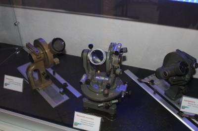 В правом крыле Центра экспозиция, посвященная юбилею космонавтики. Среди экспонатов вот такое измерительное оборудование.