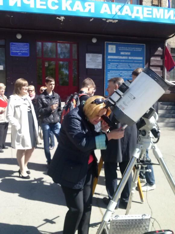 Ректор АлтГПА изучает пятна на Солнце