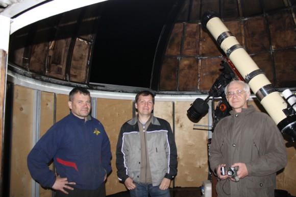 Олег, Константин и Александр на фоне ОСК-2